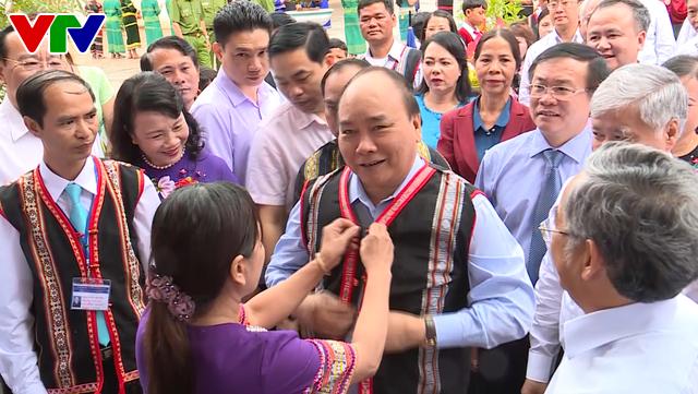 Thủ tướng Nguyễn Xuân Phúc dự lễ khai giảng năm học mới tại Kon Tum - Ảnh 1.