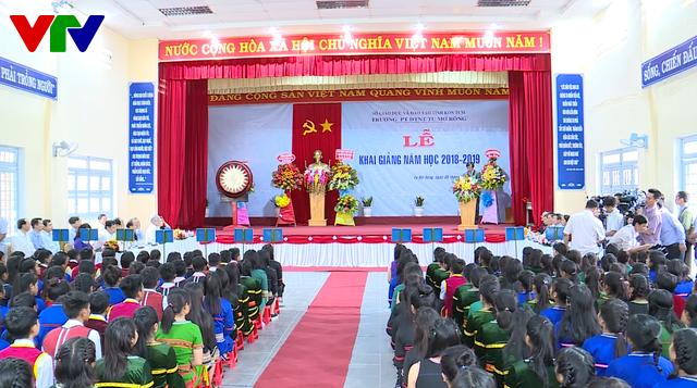 Thủ tướng Nguyễn Xuân Phúc dự lễ khai giảng năm học mới tại Kon Tum - Ảnh 3.