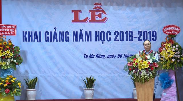 Thủ tướng Nguyễn Xuân Phúc dự lễ khai giảng năm học mới tại Kon Tum - Ảnh 4.