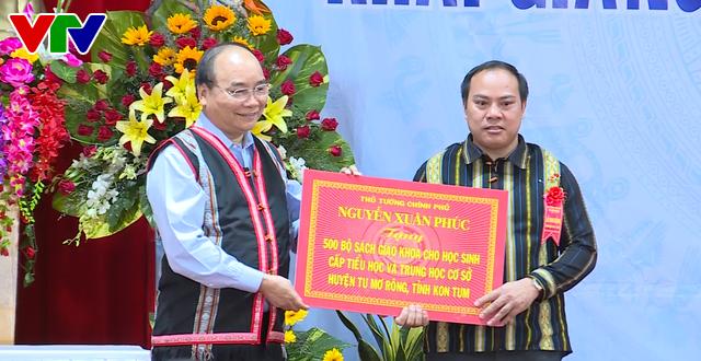 Thủ tướng Nguyễn Xuân Phúc dự lễ khai giảng năm học mới tại Kon Tum - Ảnh 5.