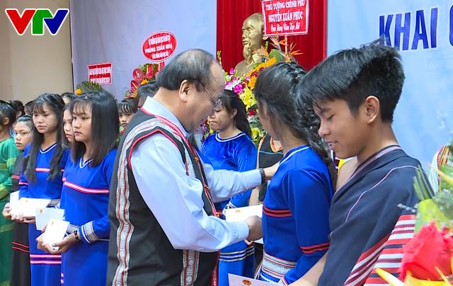 Thủ tướng Nguyễn Xuân Phúc dự lễ khai giảng năm học mới tại Kon Tum - Ảnh 6.