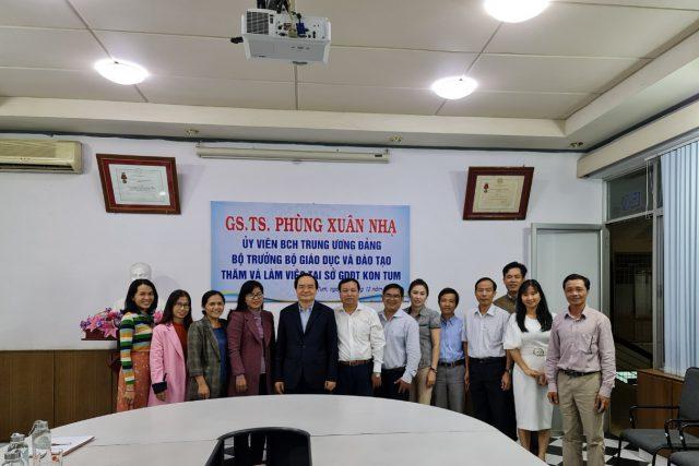 GS TS Phùng Xuân Nhạ thăm và làm việc với Sở GD