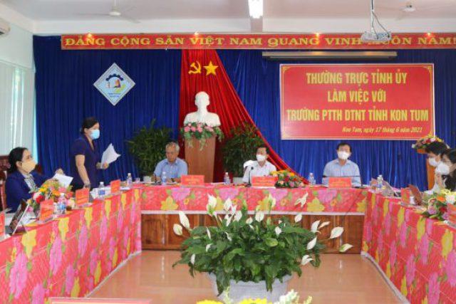 Thường trực Tỉnh ủy làm việc với Trường PTTH Dân tộc nội trú tỉnh