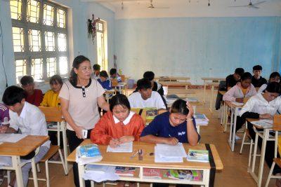 Đồng chí Phó Chủ tịch UBND tỉnh Trần Thị Nga kiểm tra công tác chuẩn bị thi tốt nghiệp THPT tại Kon Plông