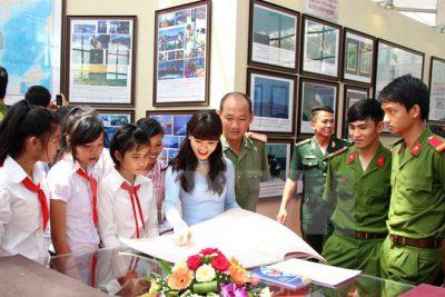 """Triển lãm bản đồ và trưng bày tư liệu""""Hoàng Sa, Trường Sa của Việt Nam – Những bằng chứng lịch sử và pháp lý"""" từ ngày 7-11/10 tại Trung tâm văn hóa tỉnh"""