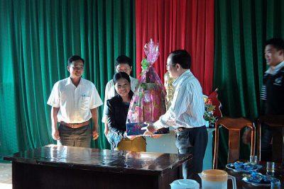 Giám đốc Sở GD&ĐT Nguyễn Phúc Phận đã đến thăm và chúc Tết một số tổ chức, cá nhân tại huyện Đăk Glei.