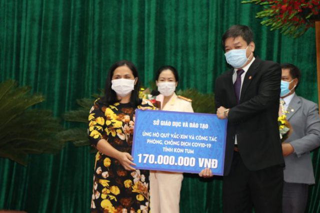 Ngành giáo dục Kon Tum chung tay ủng hộ Qũy vắc xin và công tác phòng, chống dịch Covid-19