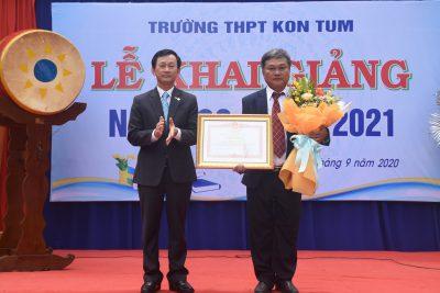 Đồng chí Bí thư Tỉnh ủy Dương Văn Trang dự Lễ khai giảng năm học mới tại Trường THPT Kon Tum