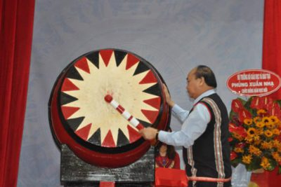 Thủ tướng Nguyễn Xuân Phúc: Sự nghiệp giáo dục, phát triển đất nước là sự nghiệp chung của 54 dân tộc anh em