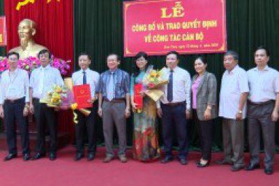 UBND tỉnh Kon Tum trao quyết định về công tác cán bộ