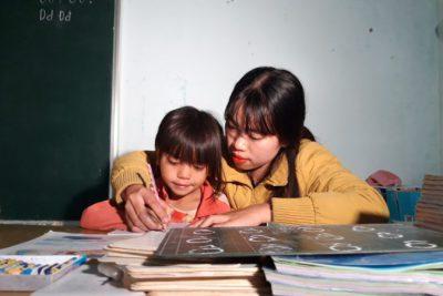 """Nữ giáo viên 9X """"biến hóa"""" lớp học sắc màu để thu hút học sinh"""